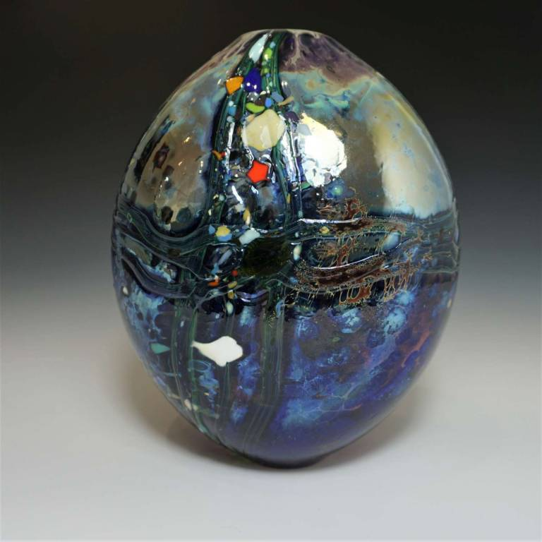 Will Shakspeare  - Medium Blue Lustre Rocks Closed
