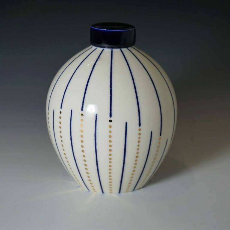 Medium Round Twisted Line With Gold Dots Ginger Jar